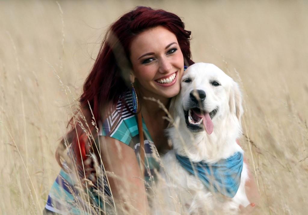 Delphine Wespiser (Miss France 2012) avec son chien Haïco