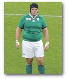 Photo montrant un joueur de rugby professionnel en surpoids et prouvant le surpoids ne peut pas seulement être causé par un manque d'activité physique.